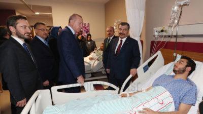 Cumhurbaşkanı Erdoğan Elazığ'da yaralıları ziyaret etti