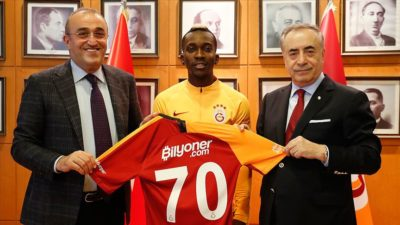 Galatasaray'da Onyekuru imzayı attı