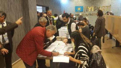 İYİ Parti'de ilçe delegeleri seçildi