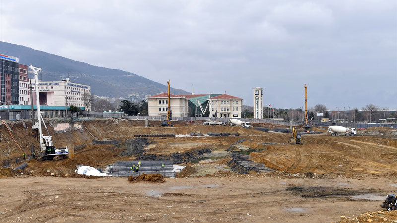 Bursa'nın yeni meydanında çalışmalar tam gaz