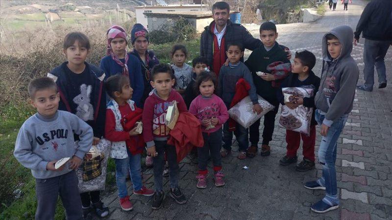 'Simitçi Erkan' İdlibli çocuklara 700 battaniye ve 150 mont ulaştırdı