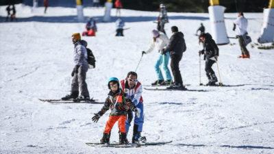 Uludağ'da 2 saatlik eğitimle kayak keyfi
