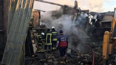 Aynı aileden 3 kişi yangın kurbanı