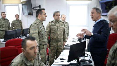 Bakan Akar'dan İdlib'de görevli personele mesaj