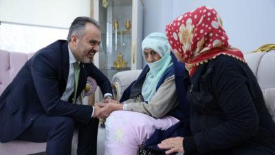 Başkan Aktaş, asırlık çınarın hayır duasını aldı