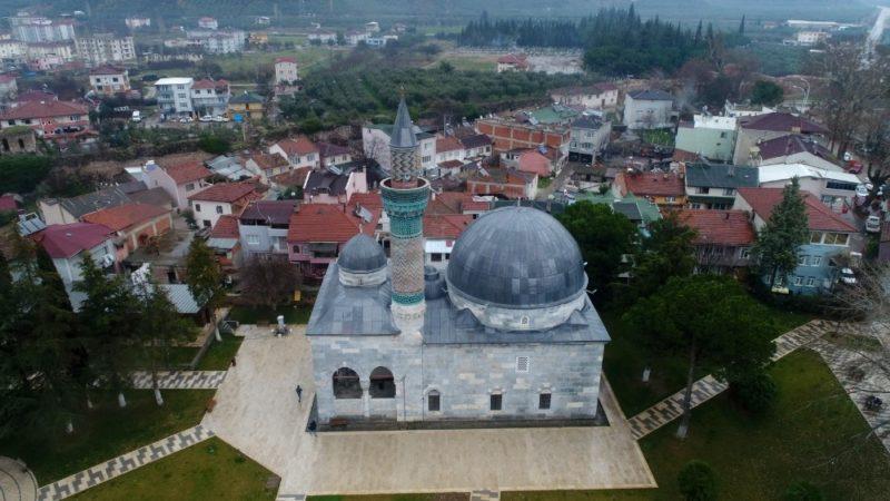 Bu cami minaresiyle dikkat çekiyor!
