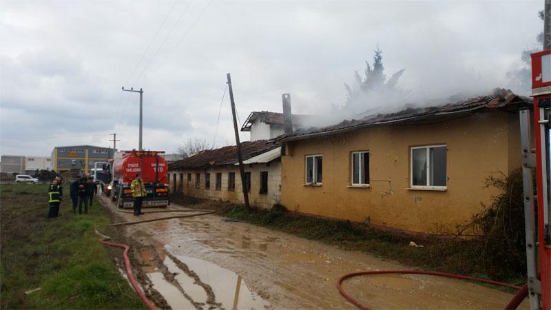 Bursa'da metruk binada yangın