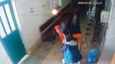 Bursa'da camideki sadaka kutusunu masayla birlikte çaldılar
