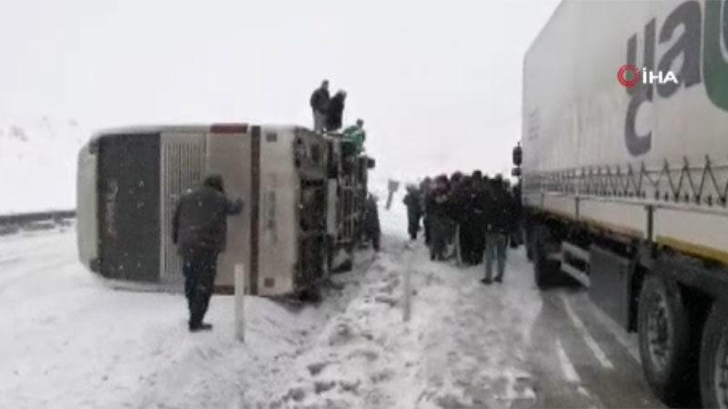 Bursaspor taraftarını taşıyan otobüsün kaza anı kamerada