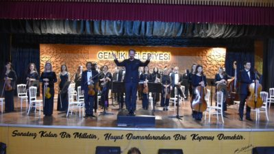 Gemlik'te ilk kez senfoni orkestrası sahne aldı