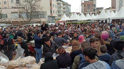 Bursa'da bedava dağıttılar! İzdiham çıktı
