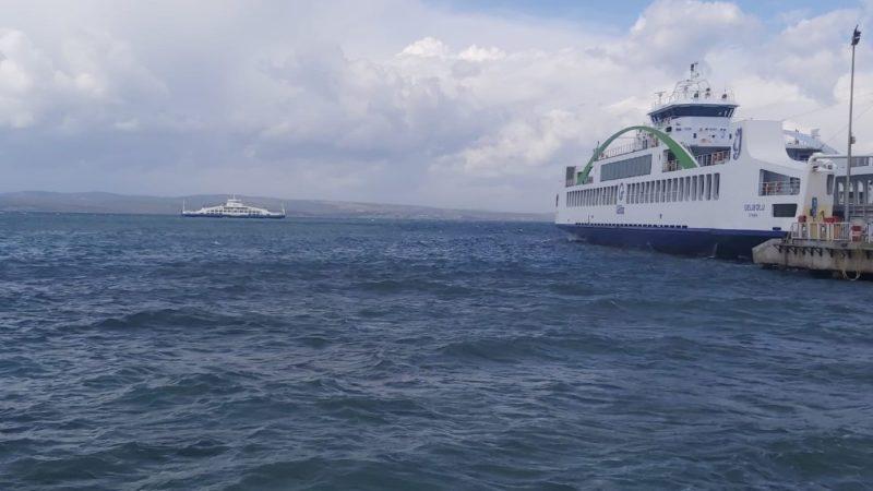 Gökçeada'da bazı feribot seferlerine fırtına engeli