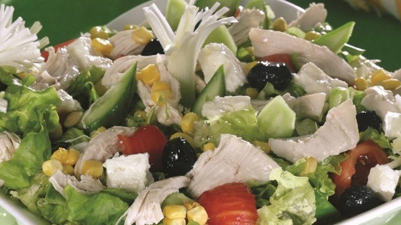 Akşam yemeğiniz bizden! İşte tavuklu salata tarifi…