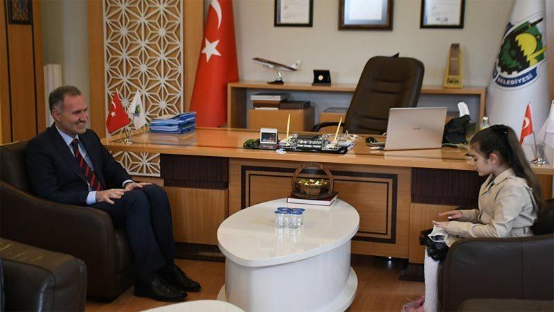 Küçük spiker Betül'den Başkan Taban'a ziyaret