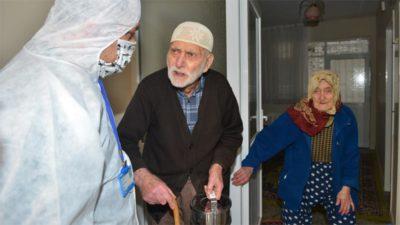 'Evde kalan' yaşlılara sıcak yemek