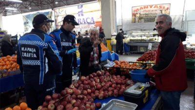 Mustafakemalpaşa'da pazarcı esnafına eldiven ve maske denetimi