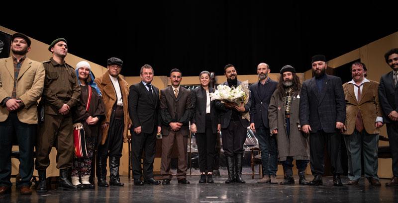 Beyçelik Gestamp Tiyatro Topluluğu ikinci oyunları 'Buzlar Çözülmeden' ile büyük ilgi topladı