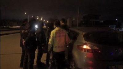 Alkollü sürücü alkolmetreyi üflemeyip, polise hakaret etti