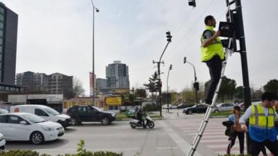 Uygulama dün gece başladı! Bursa'da tüm dijital ekranlar ve trafik ışıkları…