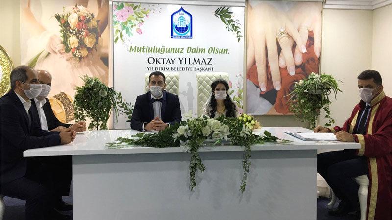 Bursa'da maskeli nikah!