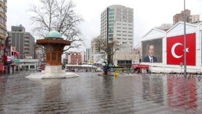 Bursa'da meydanlar boş kaldı