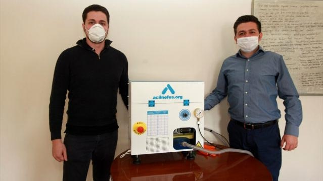 """Bursa'da gönüllü mühendisler """"acil durum solunum cihazı"""" prototipi üretti"""