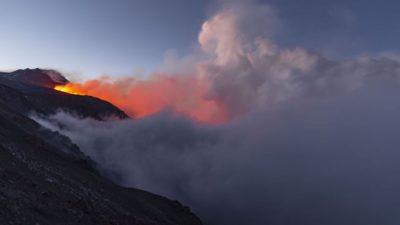 İtalya'daki Etna Yanardağı yeniden harekete geçti