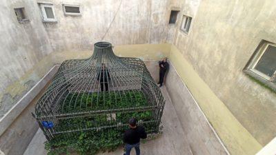 Bursa'da apartman arasına sıkışmış türbe… Sadece bilenler gidiyor…