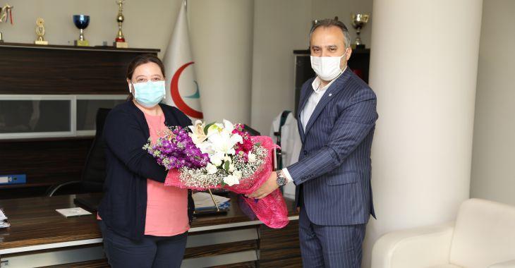 Koronavirüsü yenen Selma hemşireye Başkan Aktaş'tan moral