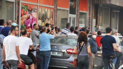 Bursa'da akıl almaz sorumsuzluk! Sosyal mesafeyi unutup, film gibi izlediler