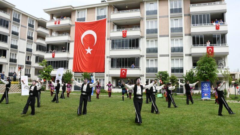 Bursa'da sosyal mesafe 19 Mayıs coşkusuna engel olmadı