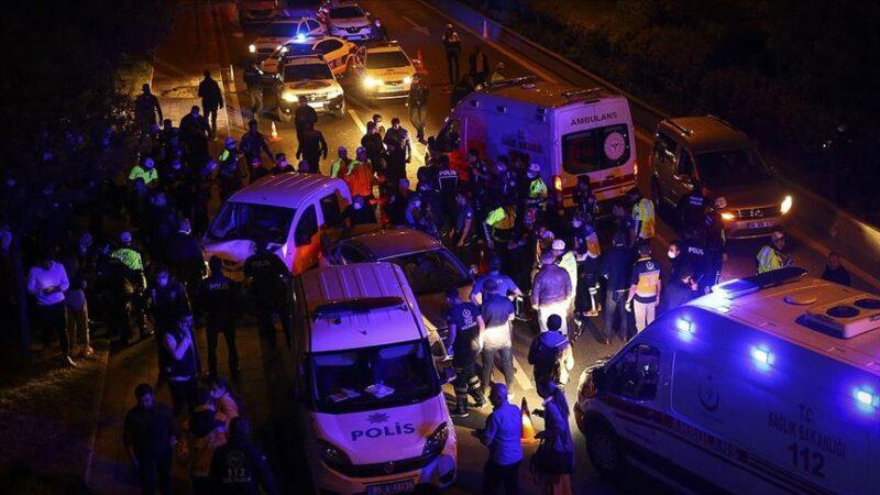 Kontrol noktasında trafik kazası: 5'i polis 7 yaralı