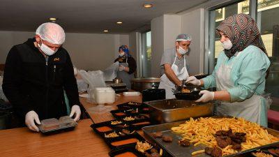 Osmangazi'de her gün bin 260 haneye sıcak yemek