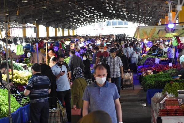 Bursa'da pazarlarda adım atacak yer kalmadı