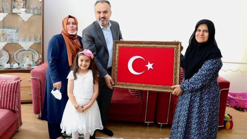 Bursa Büyükşehir Belediye Başkanı Alinur Aktaş'tan şehit ailelerine ziyaret