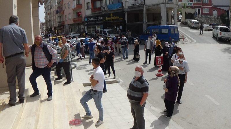 Bursa'da tedirgin eden manzara! Bayram öncesi kalabalık