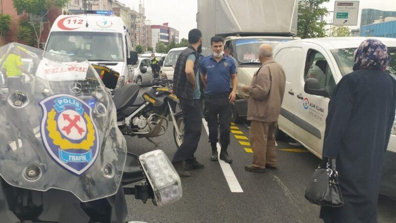 Kadın yola atladı… Bursa'da 5 araç birbirine girdi…