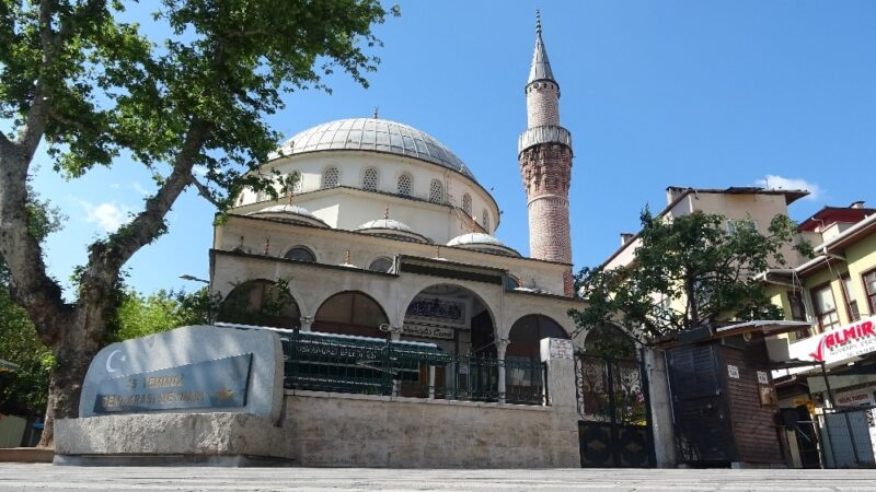 Bursa'da kalacak yeri olmadığı için sığındığı camide mahsur kaldı