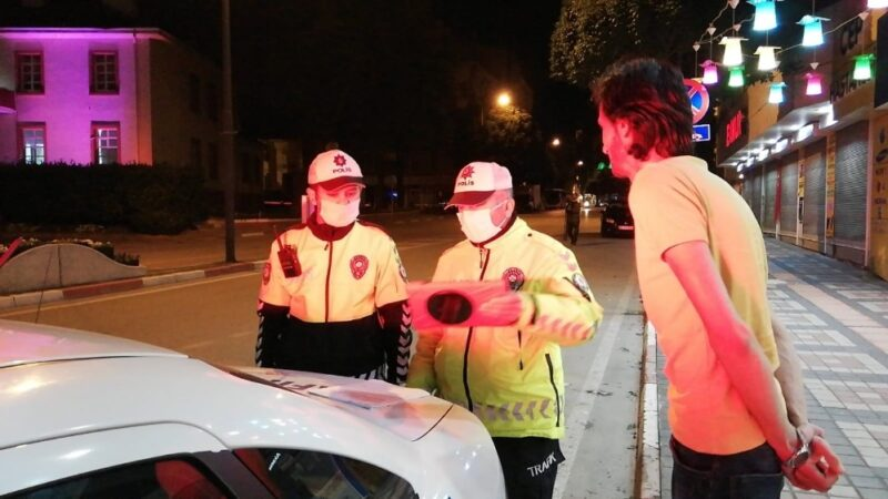 Bursa'da durdurulan otomobilde silah çıktı