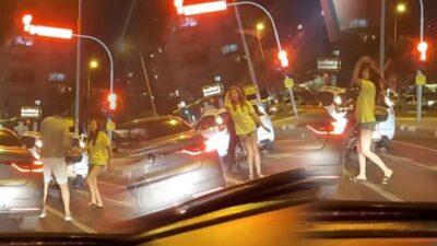 Trafik ışıklarda araç durunca dans etmeye başladı!