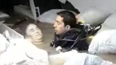 Hastaneyi su bastı! Mahsur kalan engelli kadın böyle kurtarıldı