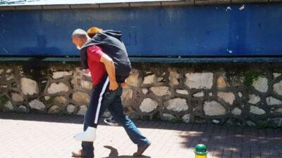 Bursa'da sınava girecek oğlunu sırtında taşımıştı: 'Bu benim babalık görevim'