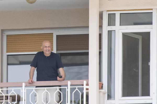 Enis Berberoğlu evinin balkonunda görüntülendi