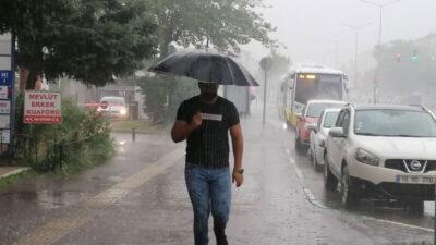 Sağanak yağış Bursa'da hayatı felç etti