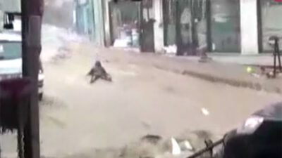Bursa'da dehşete düşüren görüntüler! Sele kapılan kadın sürüklendi…