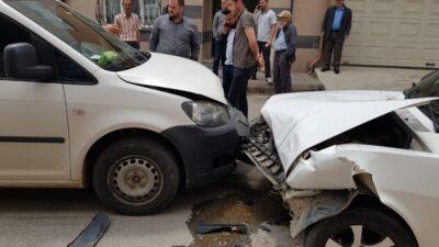 Bursa'da yürekleri ağza getiren kaza! Kafa kafaya çarpıştılar