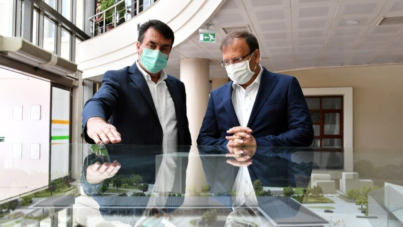 Çavuşoğlu: 'Meydan şehrin can damarı olacak'