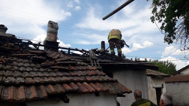 Bursa'da çıkan yangında bir ev tamamen kül oldu