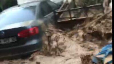 Bursa Orhangazi'de sel felaketindeki dehşet anları kamerada