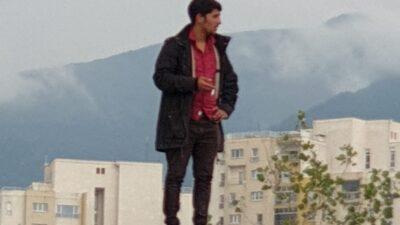 Bursa'da hareketli saatler… Binanın çatısına çıktı…